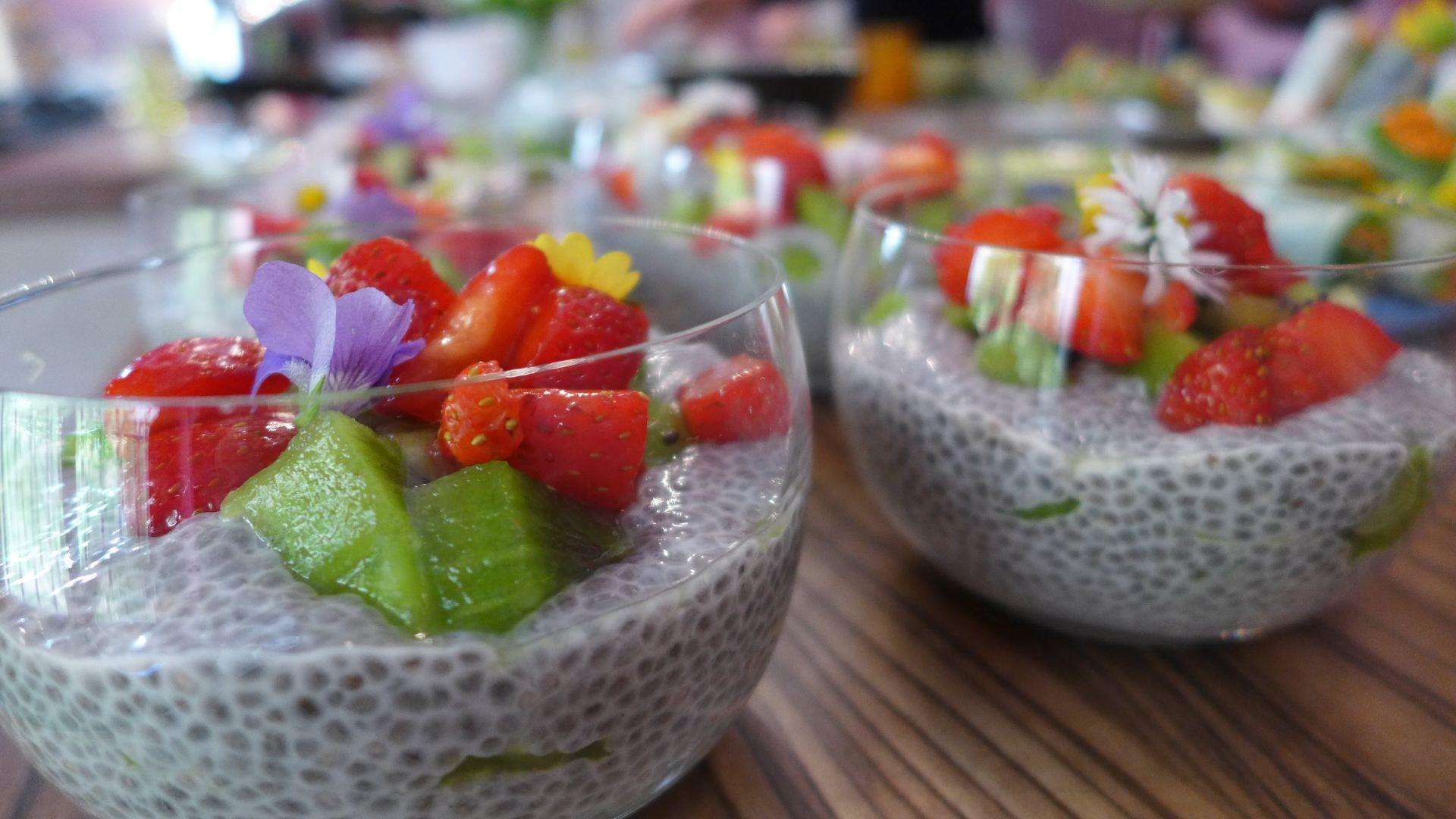 Verrine de fraises et de kiwis aux graines de chia