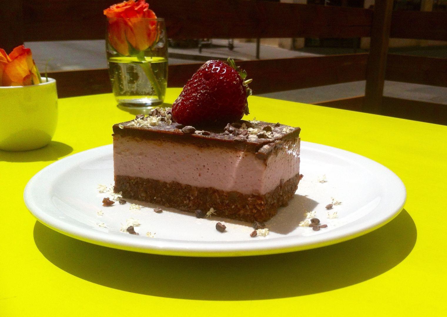 Gâteau chocolaté à la mousse de fraises