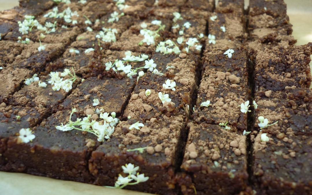 Brownies cru aux fleurs de sureau